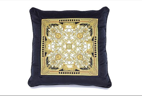 preview  Don´t miss the ultimate luxury pillows and throws to dress your interiors preview