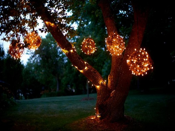 Lighted-Grapevine-Balls-for-Outdoor-Lighted-Christmas-Decorations  Inspiring outdoor christmas decorations that you will love! Lighted Grapevine Balls for Outdoor Lighted Christmas Decorations