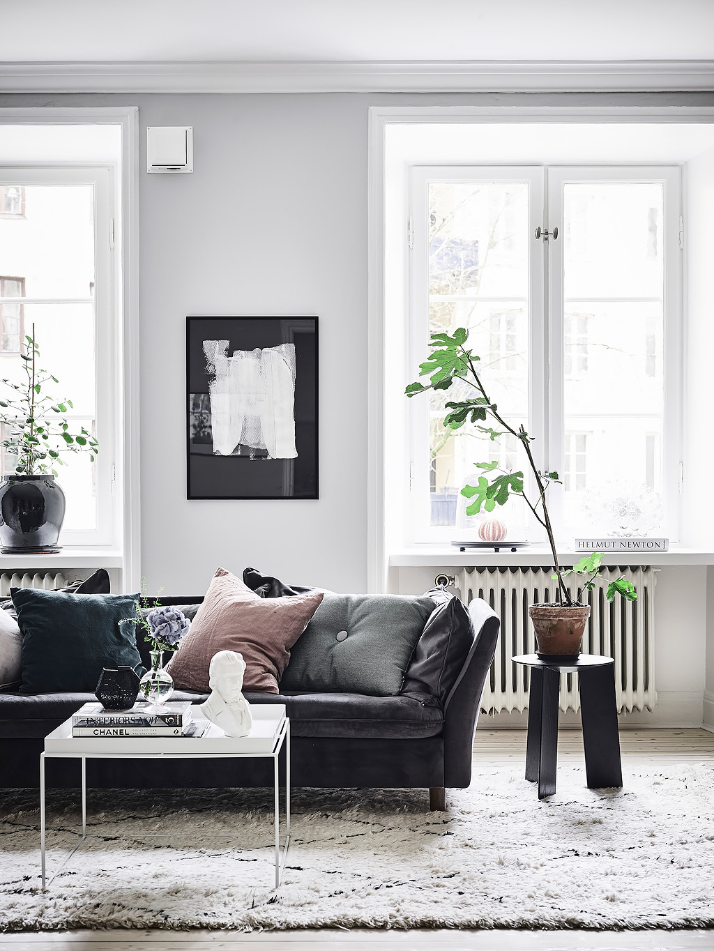 Why You Need These Amazing Black Leather Sofas In Your Home black leather sofas Why You Need These Amazing Black Leather Sofas In Your Home Why You Need These Amazing Black Leather Sofas In Your Home 3