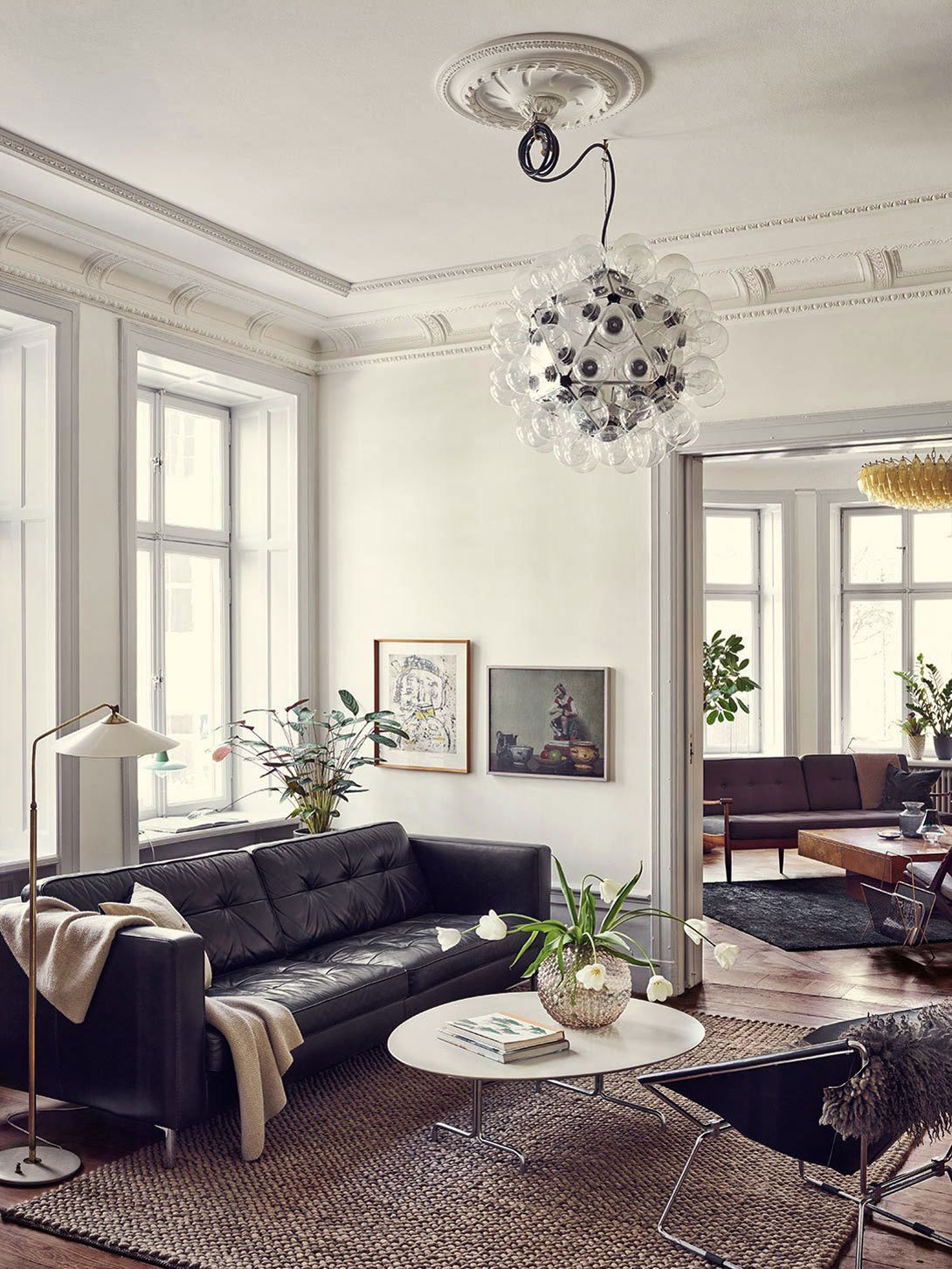 black leather sofas Why You Need These Amazing Black Leather Sofas In Your Home Why You Need These Amazing Black Leather Sofas In Your Home 5